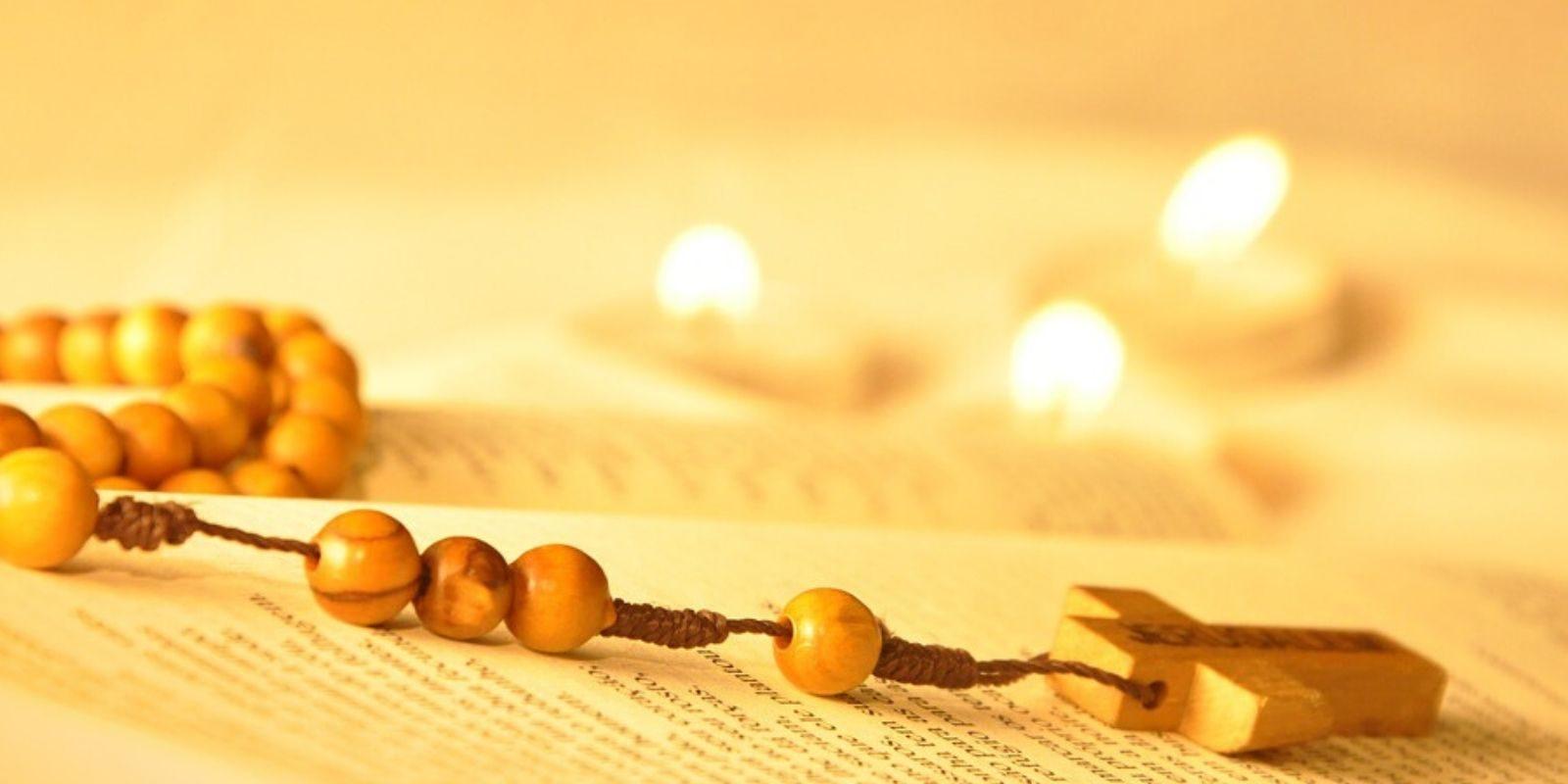 Horarios de misa y oración a la Virgen